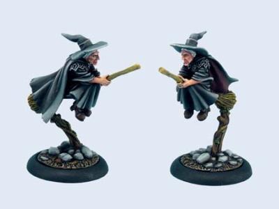 Discworld Miniature Esme on broom (1)