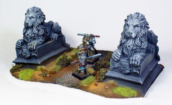 Lion statues (2)