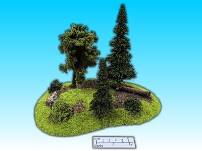 Geländestück Wald mit Baumstamm