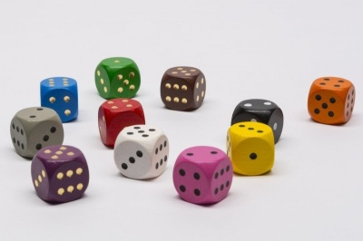 Holzwürfel-Farbmischung / Collection of wooden dice (12)