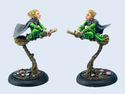 Discworld Miniature Magrat on broom (1)