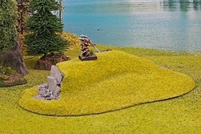 Hügel mit Felswand